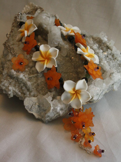 Bijoux Spring Lily Necklace